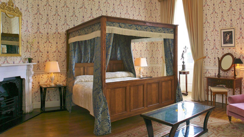 Castle master bedroom - Master Rooms